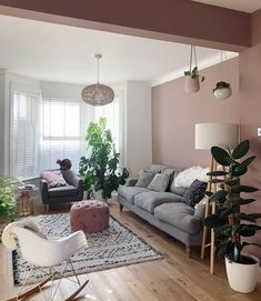 Summer Living Room Trends You Can't Miss Before The Season Ends Today, we're presenting you with all the Summer living room trends that will keep you coming back for Living Room Decor Colors, Living Room Trends, Room Colors, Home Living Room, Apartment Living, Interior Design Living Room, Living Room Designs, Pink Living Rooms, Earthy Living Room