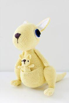 Med dette mønsteret kan du hekle en fin kengumamma med baby i pungen. Mønsteret er av middels vanskelighetsgrad og du ...