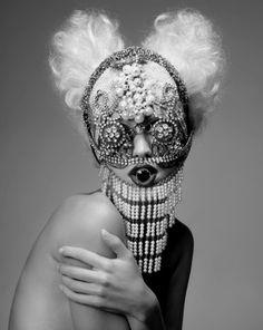 Avant Garde and a beautiful monster ~ Paco Peregrin. Foto Fashion, Fashion Art, Fashion Jewellery, Face Jewellery, Fashion Beauty, Skull Jewelry, Fashion Edgy, Urban Fashion, Lady Gaga