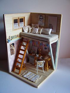 Hand-made miniature Scene scale Smile by Pequeneces on Etsy. Note to self: inspiration piece for artist loft or dorm room Vitrine Miniature, Miniature Rooms, Miniature Houses, Miniature Furniture, Doll Furniture, Mini Things, Miniture Things, Oeuvre D'art, Dollhouse Miniatures