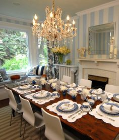 Portable fixtures: Ceiling  The chandelier is a hanging light that is also removable. The lighting is general.