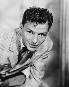 Portrait shot of Frank Sinatra, during his first days at MGM, circa - Tilda Old Hollywood Movies, Hollywood Stars, Classic Hollywood, Hollywood Glamour, Nancy Sinatra, Turner Classic Movies, Gene Kelly, Dean Martin, Star Wars