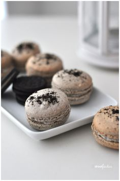 OMG must try!!! Cookies and Cream Macarons
