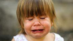 Όταν τα μικρά παιδιά ξεσπούν έντονα, χρειάζονται αγκαλιά και όχι τιμωρία Parenting Toddlers, Parenting Hacks, Parenting Articles, Practical Parenting, Our Kids, Kids Gifts, Better Life, Crying, Rage