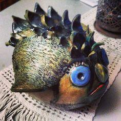 Monsterfisk i keramik.