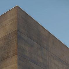#XLIGHT WILD de URBATEK, interpreta en #gres #porcelánico sensaciones de la #madera olvidada y desgastada por el tiempo.- #porcelaintiles #tiles #building #architecture #Fachadas #Facada #Facades