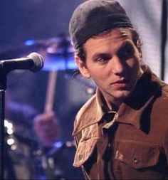 Love this unplugged! and of course love Eddie Vedder!