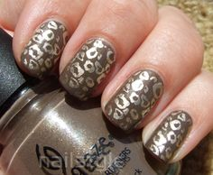 Nailstyle: China Glaze Ingrid with stamping
