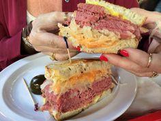 Corned #beef #sandwich #foodporn #delish http://www.amplificationinc.com/