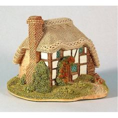 151944 lilliput lane strawberry cottage,one of first models to paint,lovely to work on
