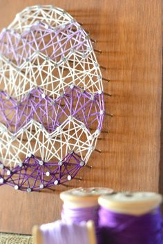 Easter Egg String Art Home Decor Craft-Free Printable String Art Template This beautiful (and simple!) DIY Easter Egg String Art Home Decor can easily be showcased for Easter or spring. String Art Templates, String Art Tutorials, String Art Patterns, Decor Crafts, Crafts To Make, Home Crafts, Fun Crafts, Easter Arts And Crafts, Spring Crafts