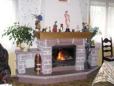Aménagement intérieur : cheminée en moellons bosselés en Grès de Champenay (Grès des Vosges) Home Decor, Living Room, Decoration Home, Room Decor, Home Interior Design, Home Decoration, Interior Design