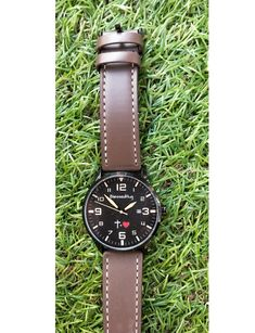 - 35 € -El tiempo de Dios es tiempo PERFECTO  #CruzIgualAmor Tic Tac, Leather, Accessories, Black Backgrounds, Faux Fur, Clock, Jewelry Accessories