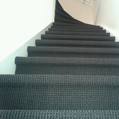Afbeeldingsresultaat voor trappenhuizen in amsterdam Open Trap, Belgian Style, Carpet Stairs, Tiny House Plans, Vinyl, Sweet Home, New Homes, Flooring, Interior Design