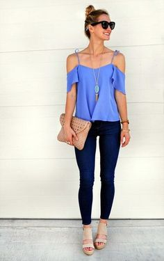 Loving this gorgeous blue cold shoulder top paired with dark skinny jeans!
