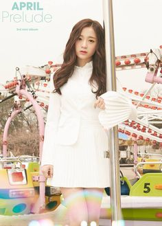 April has dropped individual photos for their 'Prelude' comeback!'Prelude' is the girls' mini album, and the first with the two new membe… South Korean Girls, Korean Girl Groups, April Kpop, Divas, Classy White Dress, Heo Young Ji, Kpop Profiles, Korean Entertainment, Mean Girls