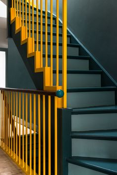 39 Inspiring Painted Stairs Ideas Staircase design Stairs d Painted Staircases, Painted Stairs, Spiral Staircases, Painted Metal, Hardwood Stairs, Wooden Stairs, Modern Staircase, Staircase Design, Staircase Ideas