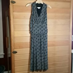 Sleeveless Dress Black/white flirtatious  dress. Great for trips doesn't wrinkle. No stains or rips. 12P London Times Dresses Midi