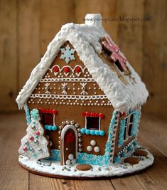 gingerbread house template PIN - UP CAKE: Chatka z piernika gingerbread house Homemade Gingerbread House, Gingerbread House Template, Cool Gingerbread Houses, Gingerbread House Parties, Christmas Gingerbread House, Christmas Food Gifts, Merry Christmas To All, Christmas Sweets, Christmas Cookies
