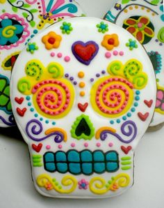 dia de los muertos - day of the dead - sugar skull cookies.  I don't think the recipe is attached, but it would be fun to make these with any sugar cookie recipe. Cookie decorating