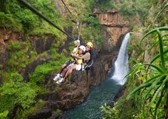 Canopy Tour Limpop - In Limpopo you can experience the thrill of a Canopy Tour in the Magoebaskloof. Here you will soar over the Groot Letaba River and majestic waterfalls. Adventure Activities, Adventure Tours, Fun Activities, Parc National Kruger, Places To See, South Africa, Canopy, Top Tours, Zip