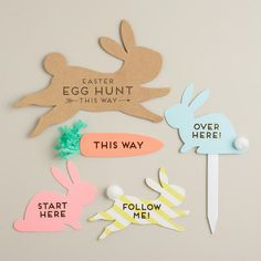 Our Happy Easter Egg Hunt Signs Kit includes a variety of beautiful Easter-themed signs that point egg-hunting children in the right direction. Party Fiesta, Festa Party, Easter Hunt, Easter Party, Hoppy Easter, Easter Eggs, Easter Table, Easter Crafts, Kids Crafts