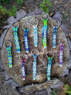 Personalized Rubber Band Key Chain - Rainbow Loom Name Word Letter School Kid Gift Student Teacher Backpack Charm Creation Bead Friend Gift Loom Band Patterns, Rainbow Loom Patterns, Rainbow Loom Creations, Rainbow Loom Bands, Rainbow Loom Bracelets, Pony Bead Bracelets, Loom Band Bracelets, Rubber Band Bracelet, Bracelet Crafts