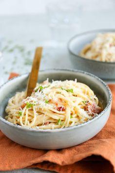 Spagetti Carbonara, Carbonara Recept, Pasta Recipes, Dinner Recipes, Cooking Recipes, Healthy Recipes, Italian Pasta, Bolognese, Spaghetti