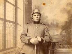 Nazario Paniagua vestido con el traje militar. Barrado (Cáceres), 1900.