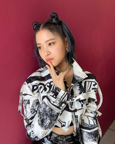 Kpop Girl Groups, Kpop Girls, Asian Hotties, Soyeon, New Girl, Blue Hair, South Korean Girls, Short Hair Styles, Pretty