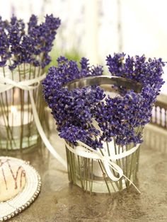 Table decoration with lavender: food as in Provence Tischdekoration mit Lavendel: Essen wie in der Provence This image has. New Years Decorations, Diy Wedding Decorations, Christmas Decorations, Woodworking Tutorials, Diy Crafts To Do, Image Gifts, Decoration Table, Rustic Wedding, Wedding Table