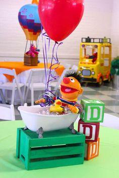 Chakoda Design *'s Birthday / Sesame Street - Photo Gallery at Catch My Party 1st Birthday Party Themes, Birthday Party Centerpieces, Party Themes For Boys, Elmo Party, Baby 1st Birthday, 1st Boy Birthday, Birthday Ideas, Pirate Party, Princess Birthday