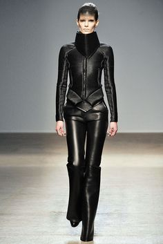 Gareth Pugh Fall 2010 Ready-to-Wear Fashion Show - Iris Strubegger
