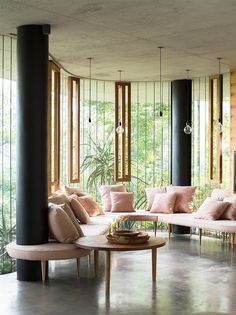 Planchonella House is a beautiful home in the middle of the rainforest designed by architect Jesse Bennett and interior designer Anne-Marie Campagnolo. Located in Cairns, far north Queensland