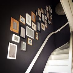 Muur vol fotolijstjes Gallary Wall, Stairs To Heaven, Foto Frame, Hallway Inspiration, Picture Layouts, Wall Of Fame, Painted Stairs, Entry Hallway, Stairways