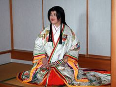 A woman dressed in junihitoe