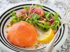 saumon, saumon fumé, oignon, mayonnaise, salade, tomate cerise, citron, fromage blanc, citron