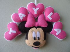 Minnie Mouse felt name banner Baby Crafts, Felt Crafts, Diy And Crafts, Crafts For Kids, Mickey E Minie, Minne, Felt Name Banner, Felt Kids, Felt Wreath