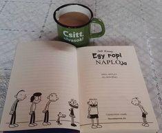 Csitt kölcsönvettem a fiam könyvét  #mutimitolvasol #currentlyreading #jeffkinney #dairyofawimpykid #egyropinaplója #bookline #bögre #coffee