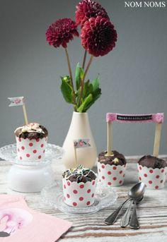 Fluffige Schokoladen-Muffins mit Cheesecake-Füllung   Knuspergeburtstagsgruß fürs Knusperstübchen #knuspergeburtstag ❤