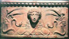 te3.jpg (600×344)Среди русских ценителей античной терракоты был посол в Греции П.А.Сабуров, которому удалось собрать большую коллекцию танагрянок.
