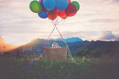 One year birthday - balloons and basket - photo prop - simple birthday photo - DIY photo props - one year pictures - up Photography Themes, Birthday Photography, Children Photography, 2nd Birthday Photos, One Year Birthday, Colourful Balloons, Inspiration For Kids, Background For Photography, Life Photo