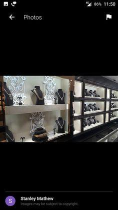 Jewellery Shop Design, Jewellery Showroom, Jewellery Shops, Jewellery Display, Jewelry Stores, Display Case, Display Ideas, Partition Design, Silver Shop