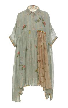 Péro's draped floral midi dress is designed with elbow length sleeves, gathered detailing along the waistline and an oversized silhouette. Stylish Dresses For Girls, Stylish Dress Designs, Designs For Dresses, Simple Dresses, Casual Dresses, Simple Kurti Designs, Kurta Designs, Blouse Designs, Indian Fashion