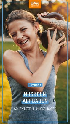 Jeder kennt es, endlich hat man wieder Zeit für Sport und schon am nächsten Morgen erwartet uns die böse Überraschung: Muskelkater! Wir verraten dir, was wirklich hilft und wie Muskelkater entsteht.