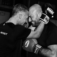 Learn to respect and embrace our diffences and share the same passion. At cardioboxing we do! 💪🏽 #project365 #photochallenge #day12 #truefriends #friendsship #boksmaatjes #cardioboxingdordrecht #beastmode #shirt #boxinggloves #twins #rumble #canon #canonpowershot #blackandwhite #photo #fotografie #fotoshoot #fotograaf #picoftheday