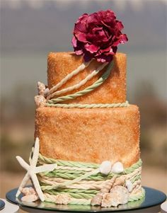 If I were to ever get married again it would be on a beach and there would be lots of sands and a cake like this.