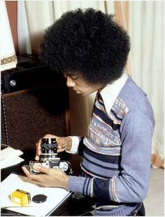 Michael Jackson with a Nikon Nikkormat FT by Araldo di Crollalanza (1978)