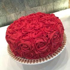 Roses cake by Theu Matos