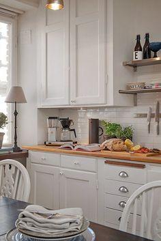 Как разместить в однушке спальню, гостиную, гардероб и кабинет: квартира в Швеции